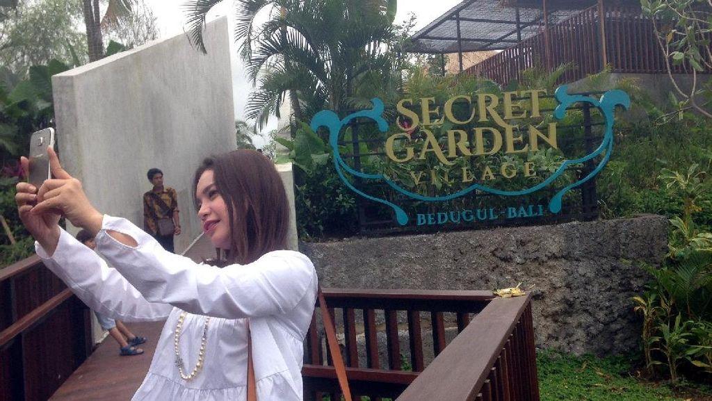 Senangnya Rossa Jalan-jalan ke Secret Garden Village Bali