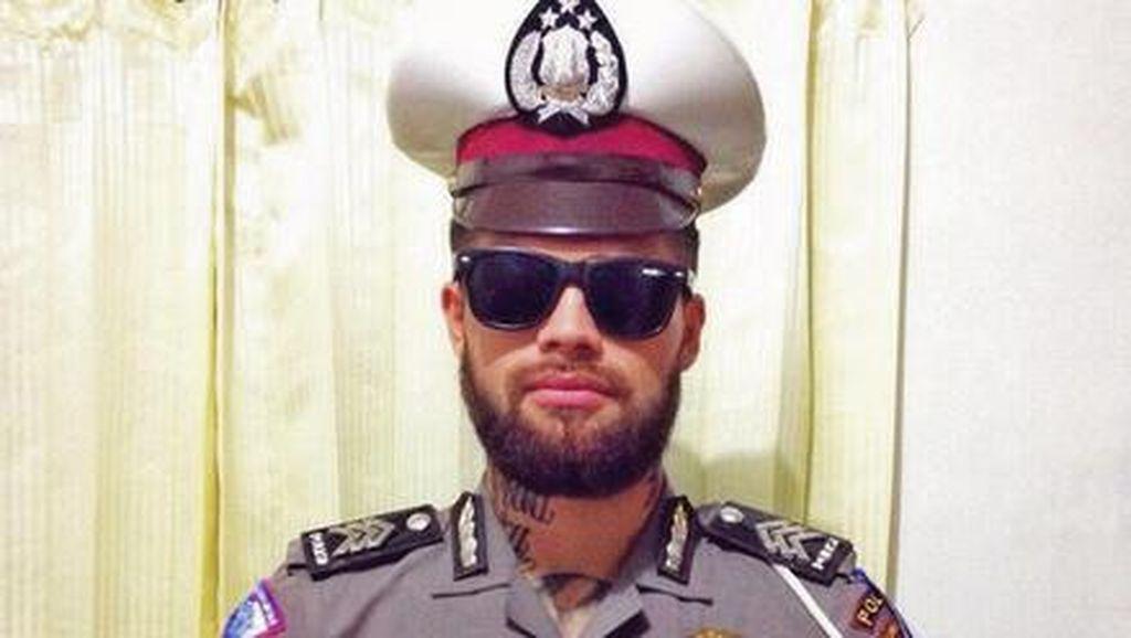 Pakai Seragam Polisi, Diego Michiels Tulis Siap 69