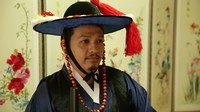 Sebagai hiasan pada Hanbok ada pita yang akan diikatkan di badan untuk menghadirkan kesan menawan yang biasa disebut Otgoreum. Sedangkan untuk pria, ada sejenis topi tradisional Korea yang dipakai ketika hendak pergi menghadiri acara-acara formal (Hafiz/detikTravel)
