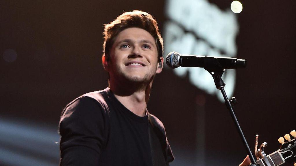 Niall Horan Buka Peluang Duet dengan Personel 1D Lainnya