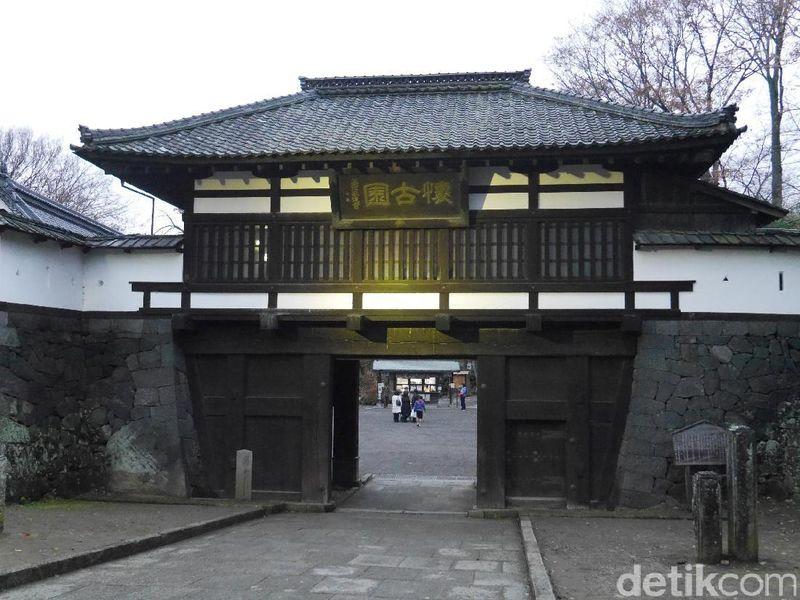 Foto: Kota Komoro ada di Prefektur Nagano, sekitar 195 km dari Tokyo. Kota ini menawarkan lokasi wisata sejarah sekaligus wisata alam, di reruntuhan Kastil Komoro yang dikenal sebagai Kaikoen (Kurnia/detikTravel)