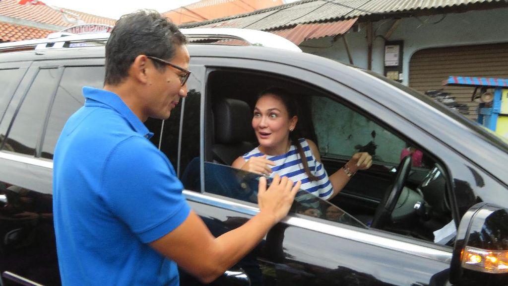 Usai Kampanye di Cibubur, Sandiaga Dijemput Luna Maya