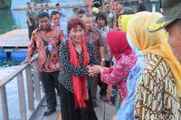 Tebar Benih Ikan, Menteri Susi Dukung Program 'Emas Biru' Kodam Pattimura