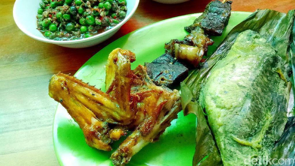 Gurih Pedas, Ayam Goreng dengan Dua Sambal Sunda