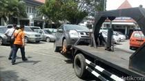 Mobil Misterius Sebulan Terparkir di RS Gatoel Milik Warga Surabaya