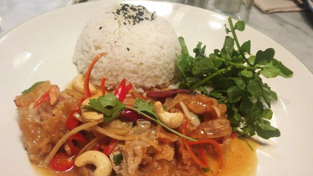 Thai Chili Chicken hingga Burger Disajikan untuk Meriahkan Natal dan Tahun Baru
