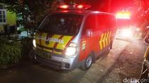 Ambulans Bawa 3 Jenazah Teroris Bom Tangsel