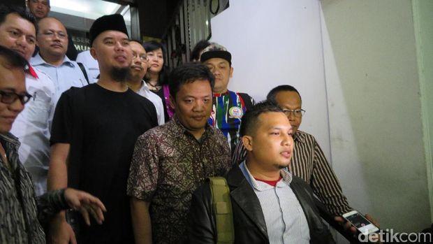 Dhani usai diperiksa di Polda Metro Jaya