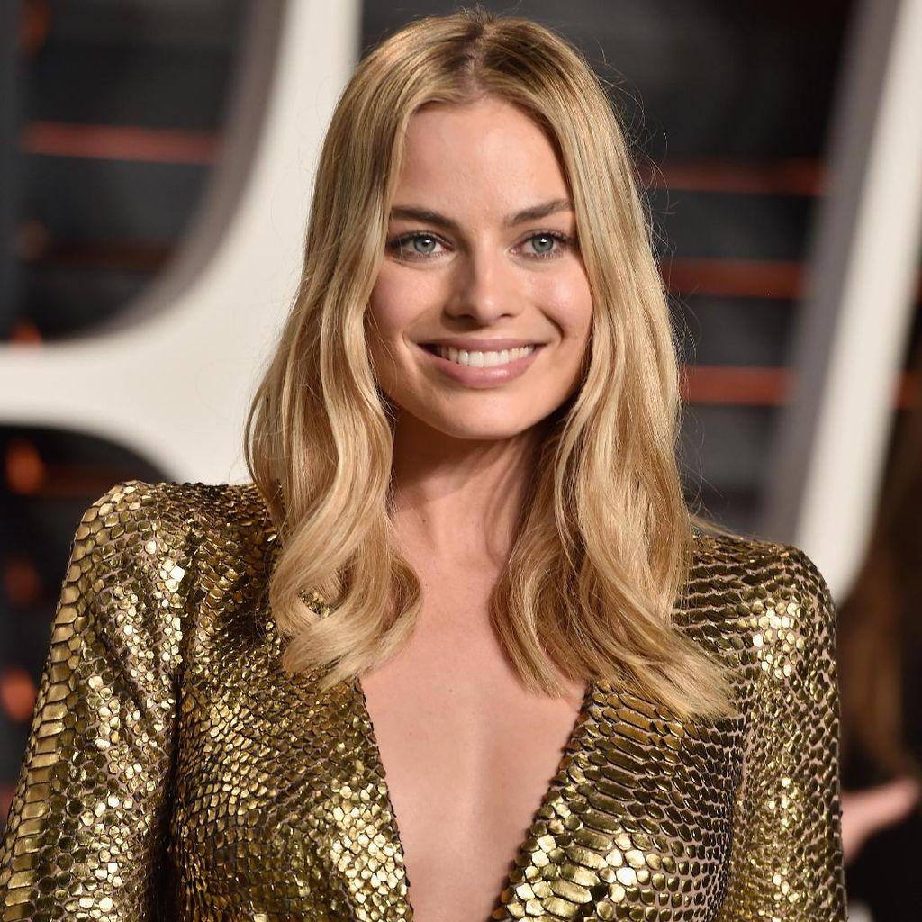 Trik Makeup Sempurna Margot Robbie, Pakai Foundation dengan Sikat Gigi