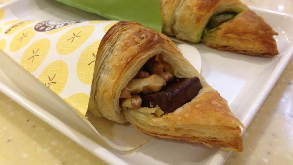 St. Marc Cafe: Bersantai Menikmati Banana Walnut Chococro dan Parfait Segar