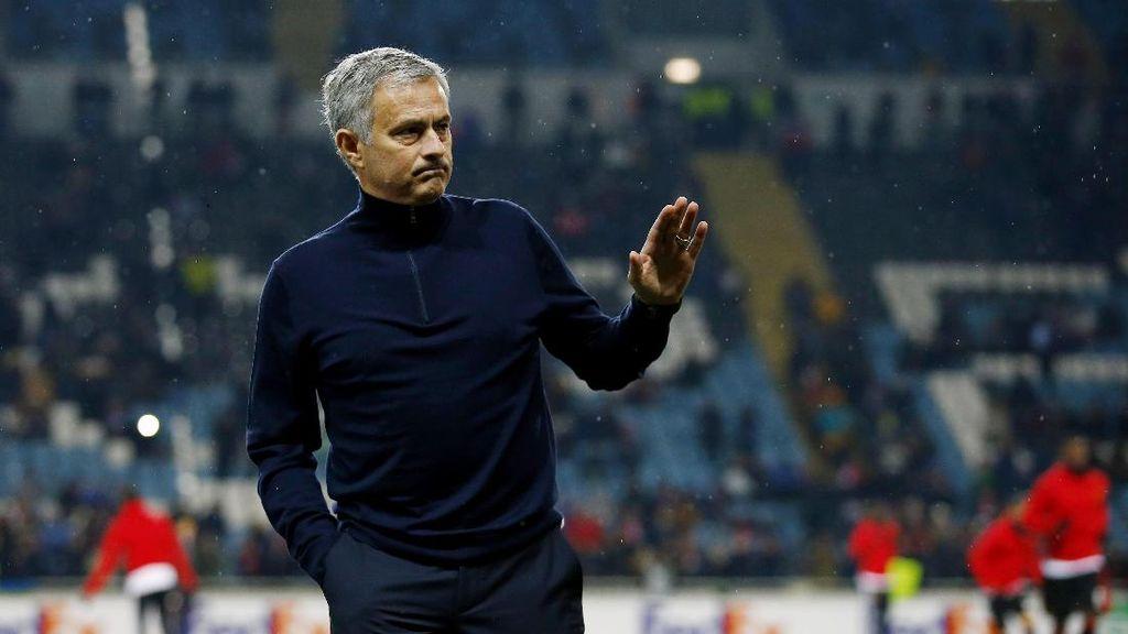 Mourinho: Memang Sulit Menggantikan Fergie, tapi...