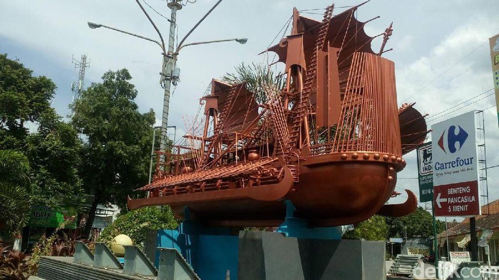 Cerita Monumen Kapal Majapahit di Mojokerto