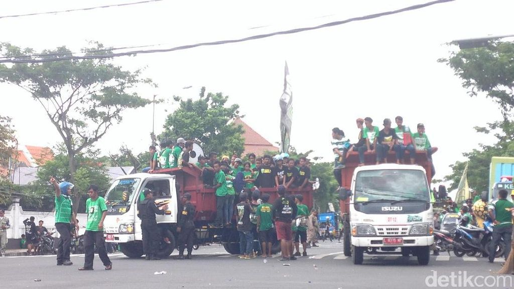 Parade Bela Persebaya Usai, Bonek Membubarkan Diri