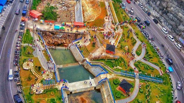 Jembatan Kelok 9 di Sumatera Barat