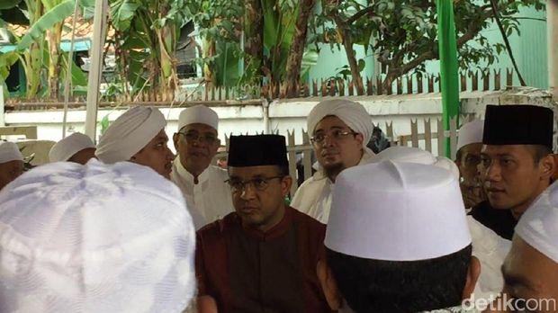 Agus Yudhoyono dan Anies bertemu di acara maulid nabi