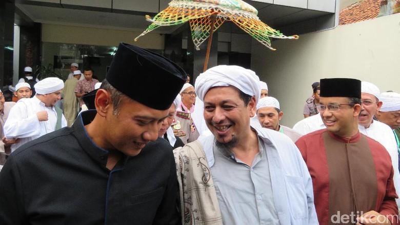 Momen Kebersamaan Agus Yudhoyono dan Anies di Panggung Maulid Nabi