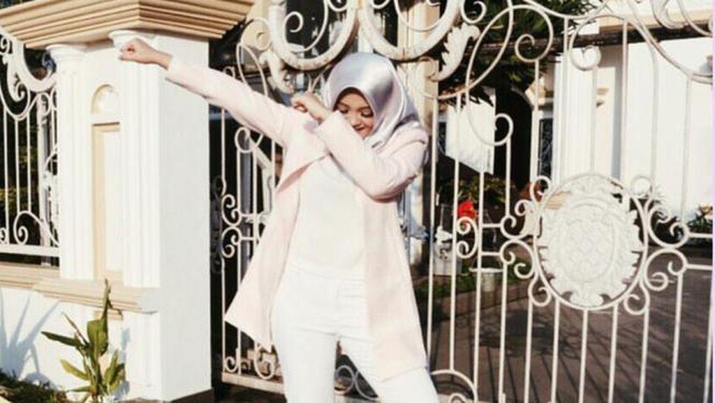 Foto: Manisnya Putri Kedua Komedian Sule dengan Gaya Jilbab Turki