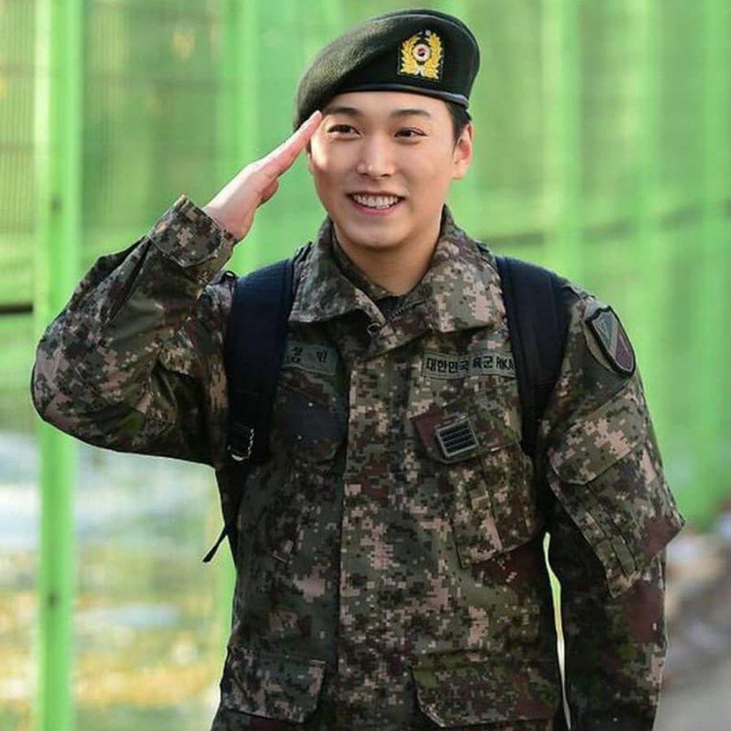 Like Gambar ELF Global Tampar ELF Korea, Istri Sungmin SUJU Di-bully