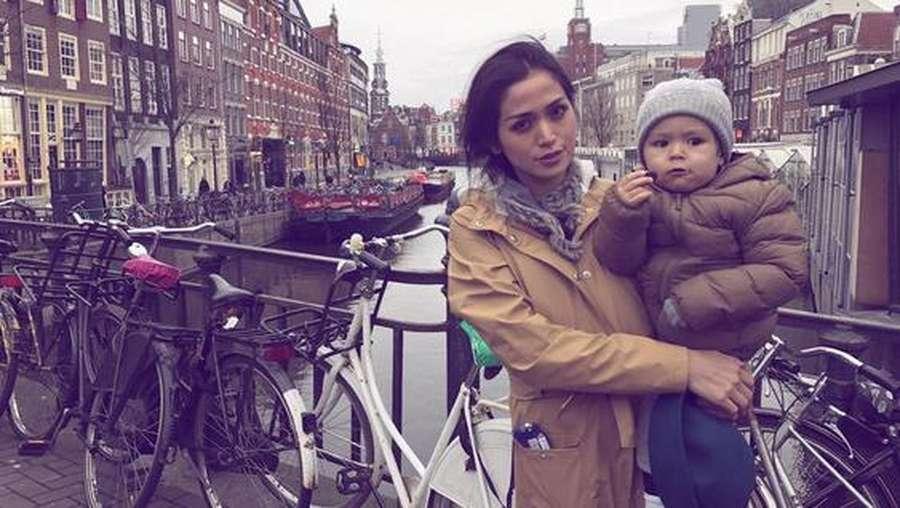 Happy Holiday! Jessica Iskandar Ajak El Barack Keliling Eropa
