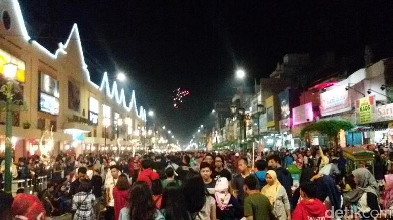 Suasana malam di Malioboro, Yogyakarta (Edzan Raharjo/detikTravel)