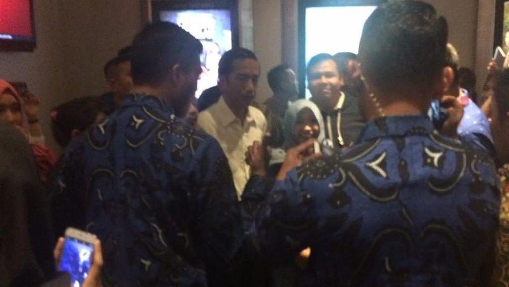 Jelang Tahun Baru, Jokowi Nonton Film di Botani Square Bogor