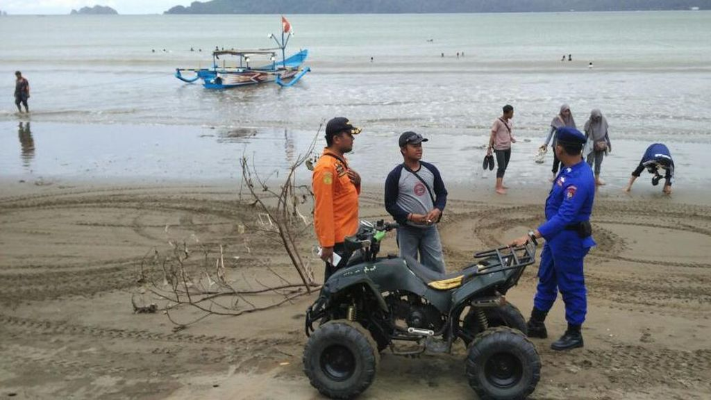 Basarnas Siagakan Pasukan, Awasi Wisatawan di Pantai Selatan Trenggalek