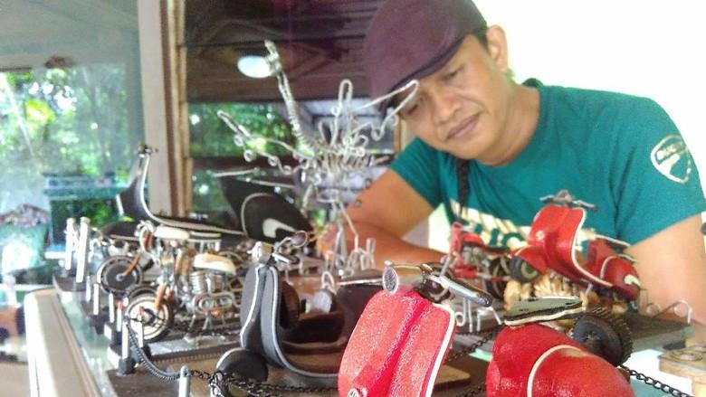 Pria Ini Sulap Limbah Jadi Miniatur Berharga Jutaan Rupiah
