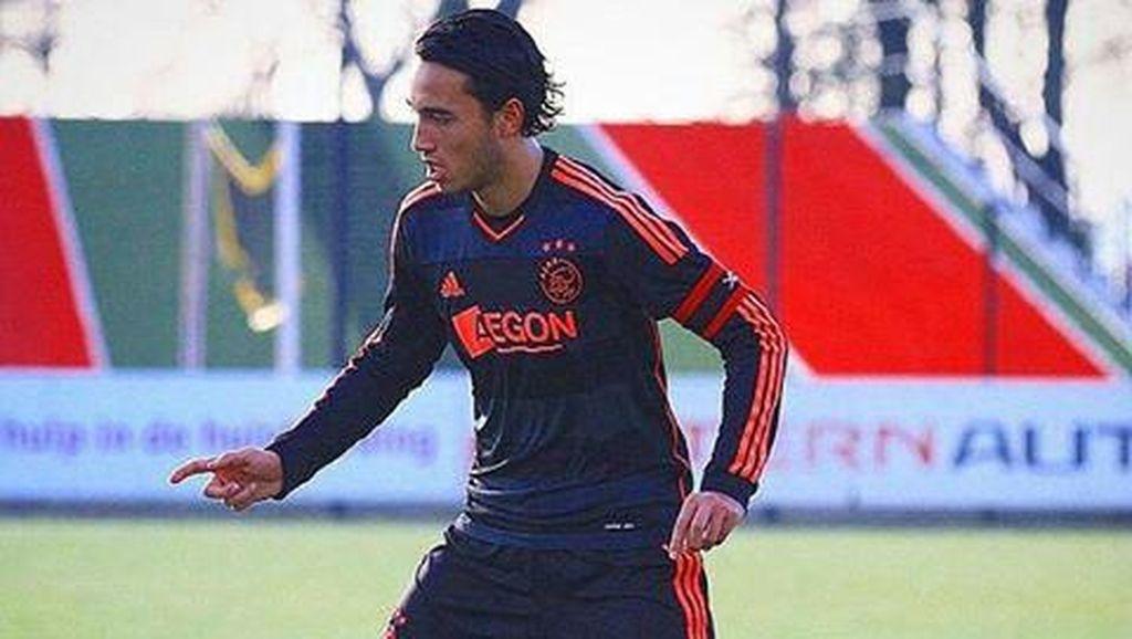 Dikabarkan Jadi Incaran Arema FC, Ezra Walian Pilih Tetap Berkarier di Eropa