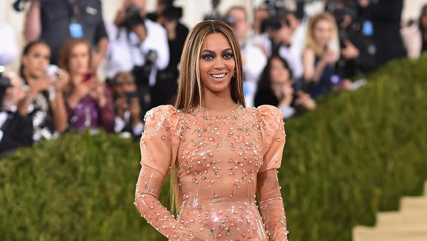 Beyonce Buka Grammy dengan Piala Best Music Video