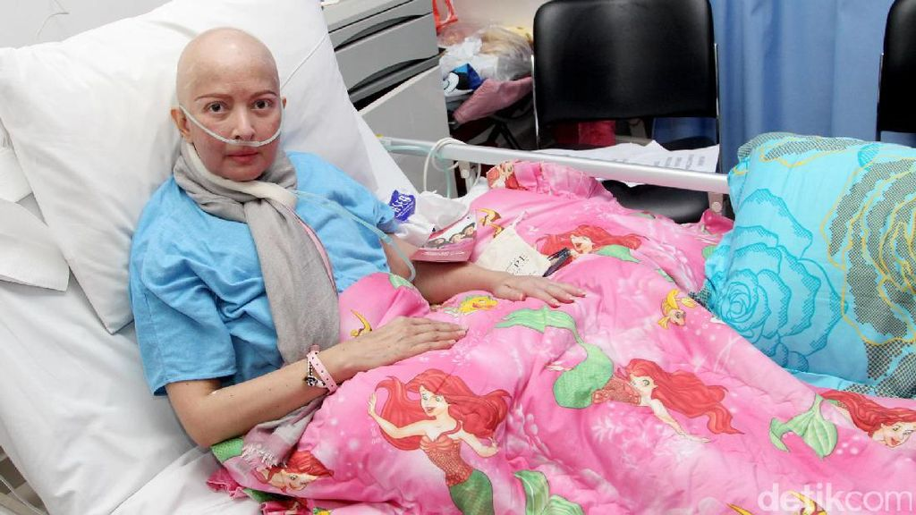 Yana Zein Berangsur Sembuh dari Kanker Payudara