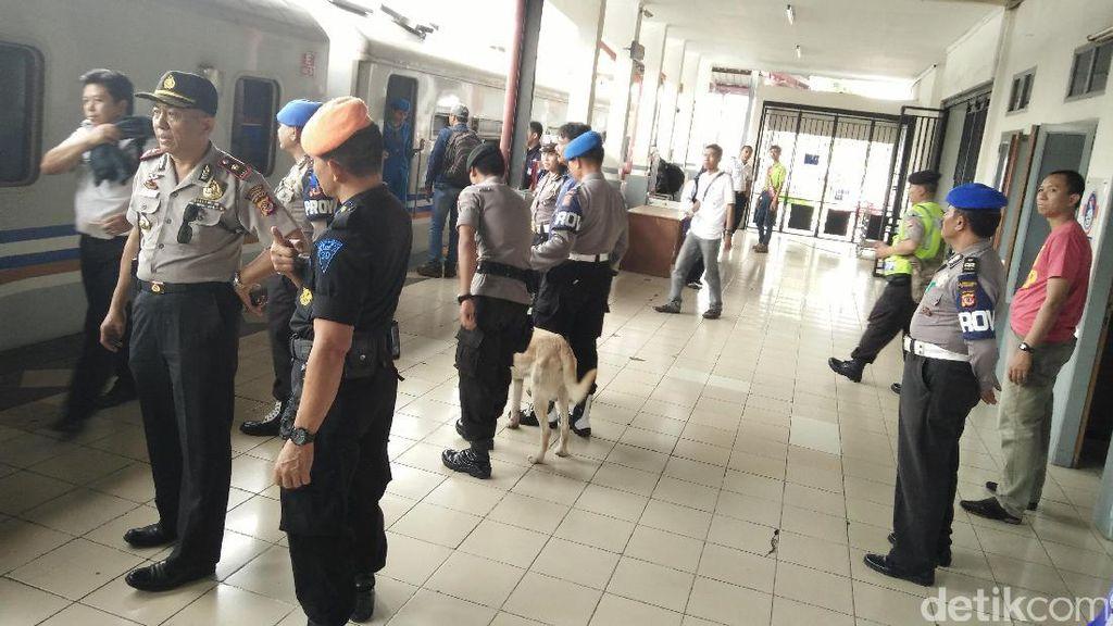 Puluhan Polisi dan Anjing Pelacak Kawal Kedatangan Bonek di Bandung