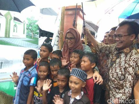 Menkeu Sri Mulyani kunjungi korban gempa di Pidie Jaya