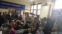 Tarif Baru STNK Berlaku Hari Ini, Warga Antre di Samsat Bandung Timur