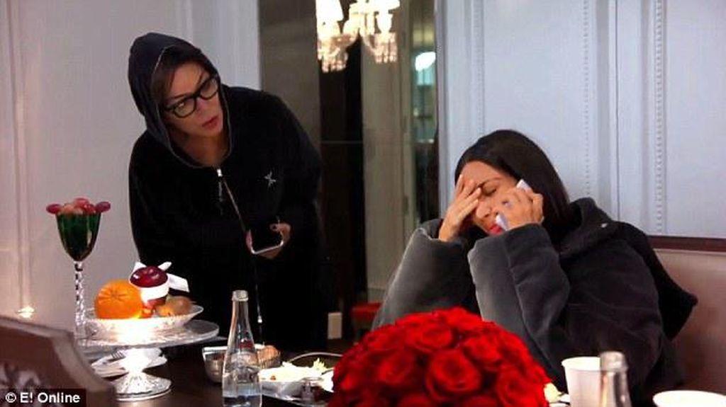 Tangis Kim Kardashian Saat Buka Suara Tentang Perampokan Paris