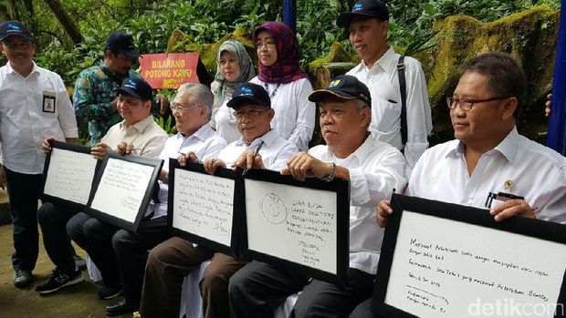 5 menteri tanam pohon di hulu Sungai Brantas