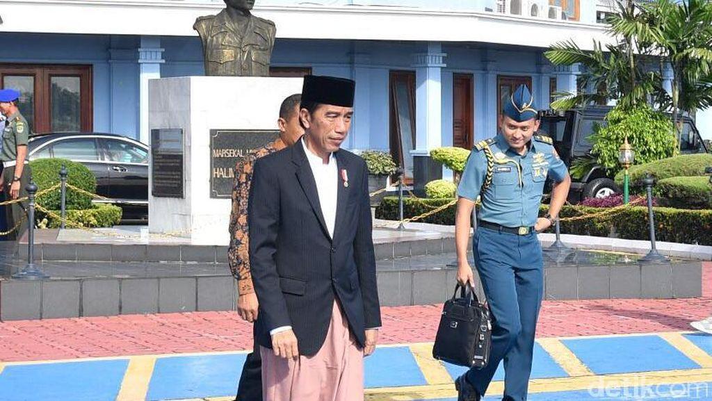 Sedang Tren, Sepatu yang Pernah Dipakai Jokowi Bisa Bikin Sakit Punggung