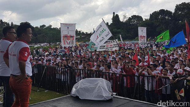 Meriahnya pendukung Rano-Embay dalam kampanye rapat umum di Serang