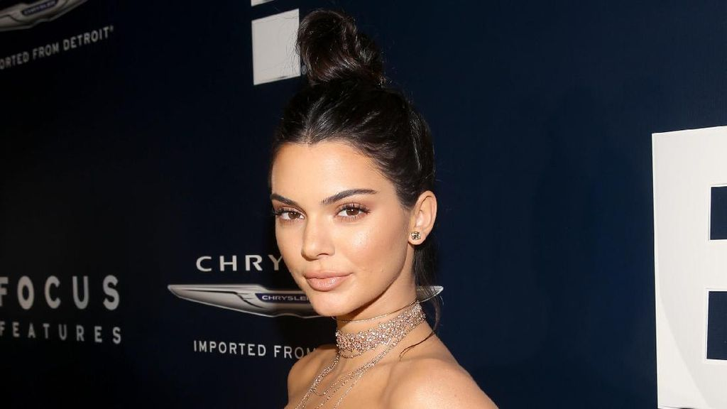 Kecurian Perhiasan Rp 2,6 Miliar, Kendall Jenner Pecat Petugas Keamanan