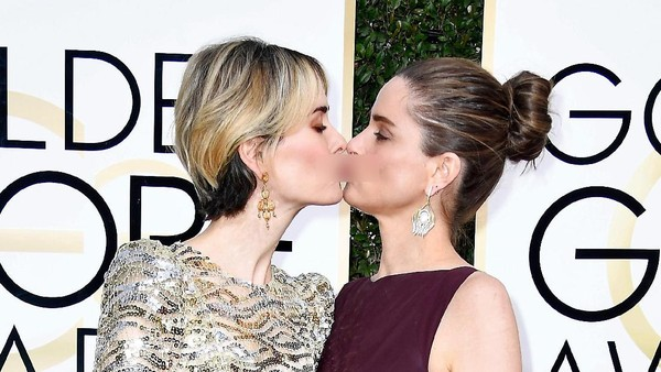 Ciuman Sarah Paulson dan Amanda Feet yang Bikin Heboh di Red Carpet