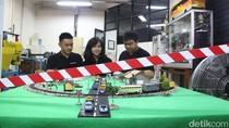 Mahasiswa Ubaya Ciptakan Palang Pintu Kereta Otomatis Berdaya Aki