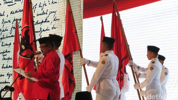 Rano Karno Bacakan Dedication of Life di HUT Ke-44 PDIP