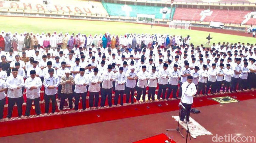 1.300 Eselon III dan IV Pemprov Riau Dilantik di Stadion Utama
