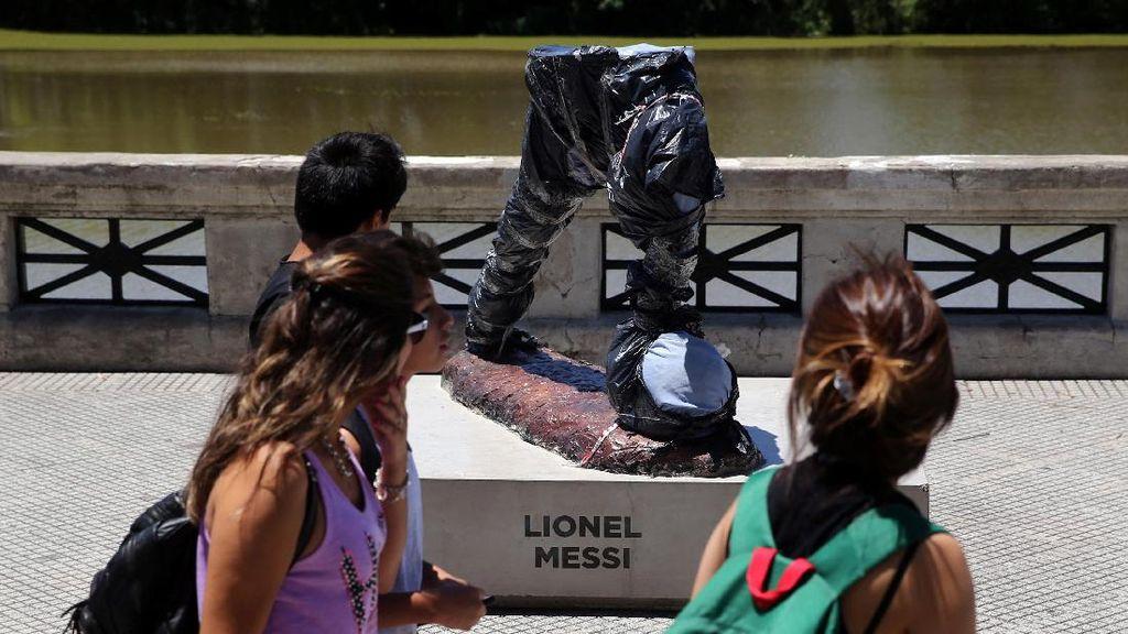 Ini Dia Patung Messi yang Dirusak