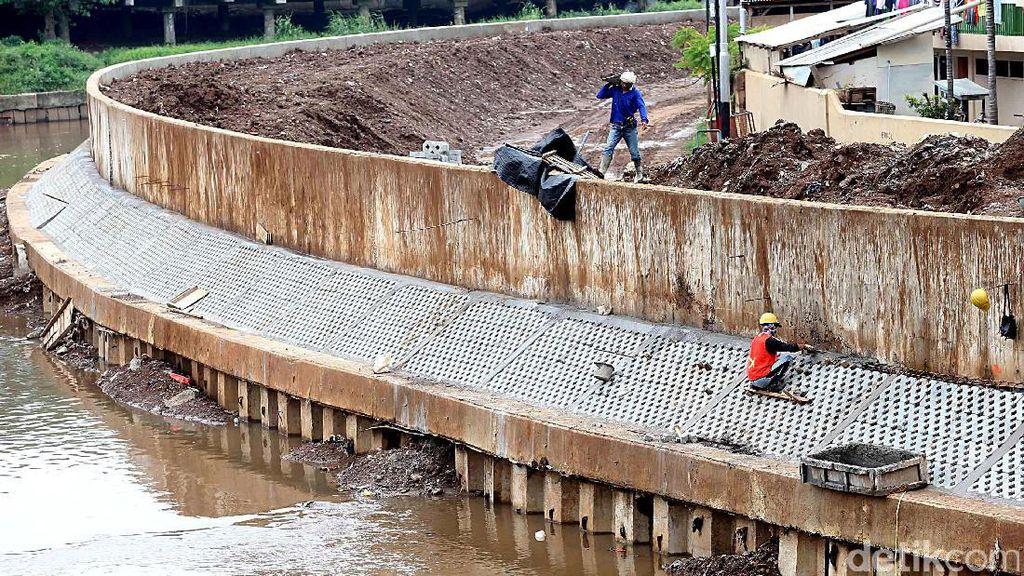Proses Normalisasi Kali Ciliwung Masih 42 Persen