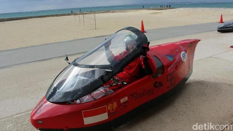 Mahasiswa Unnes Juarai Kompetisi Mobil Listrik di Jepang