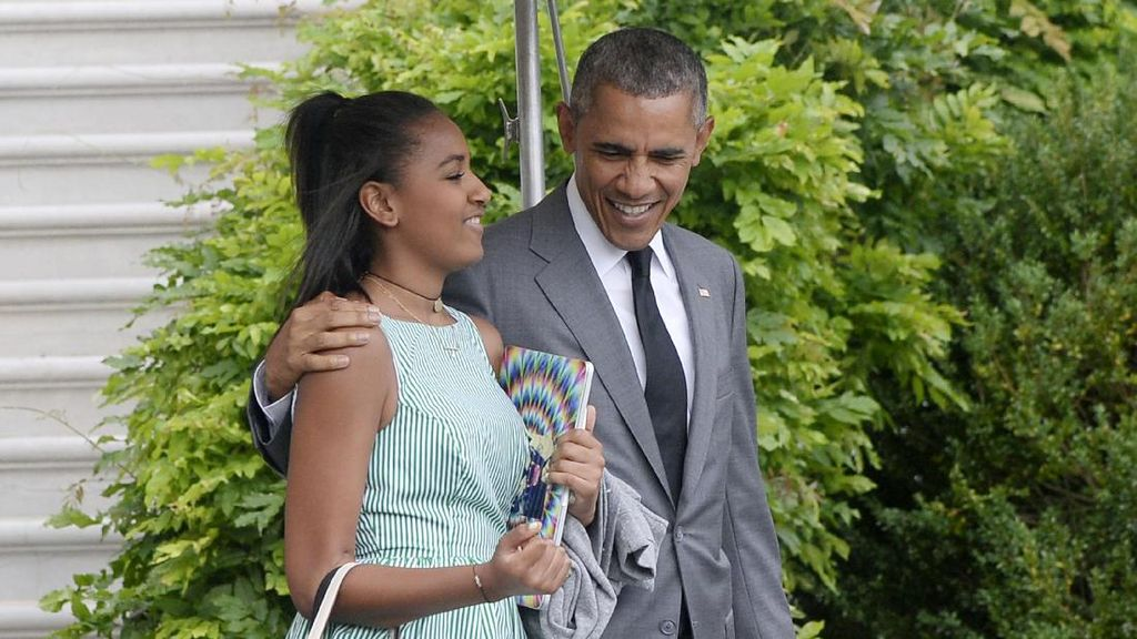 Fokus Belajar, Sasha Obama Absen di Acara Perpisahan Ayahnya