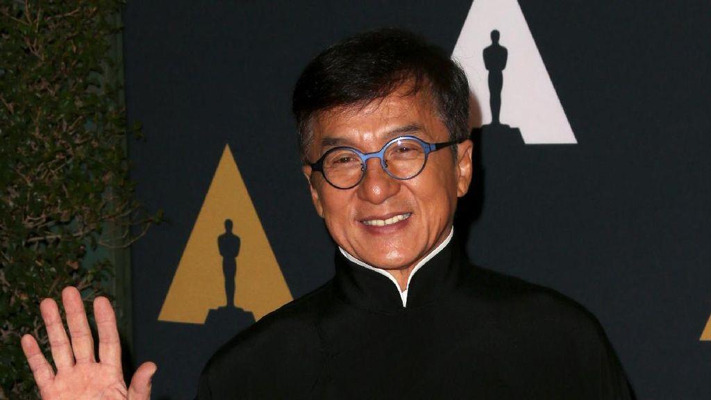 Bukan Pasangan, Jackie Chan Bawa Dua Panda ke Oscar 2017