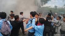Demo Mahasiswa di Gedung Sate Bandung Diwarnai Kericuhan