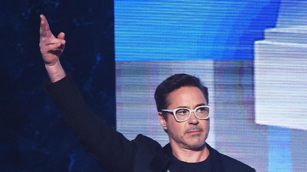 Robert Downey Jr Pamer Kostum Terbaru Iron Man