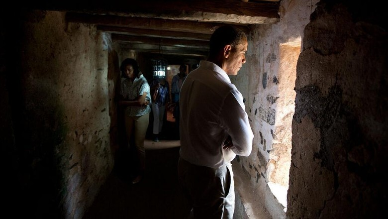 Foto: Barack Obama yang mengunjungi Pulau Goree (Official White House Photo/Pete Souza)